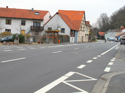 Siegriedstraße (B38) in  Beerfurth.